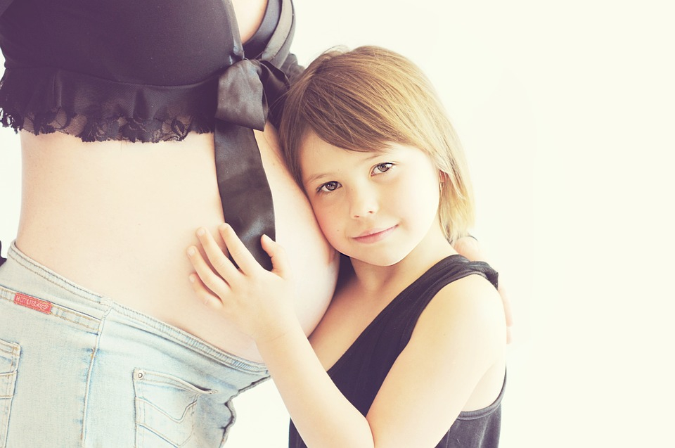 lány néz egy merevedést