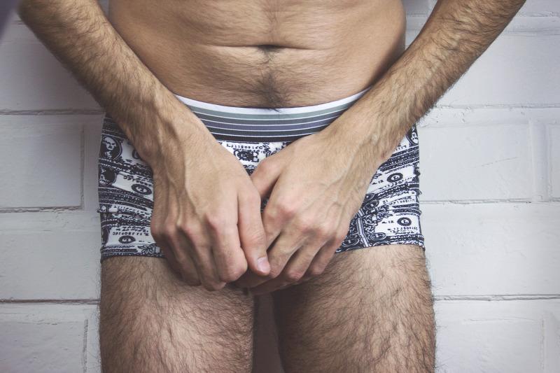 férfiak péniszei otthon