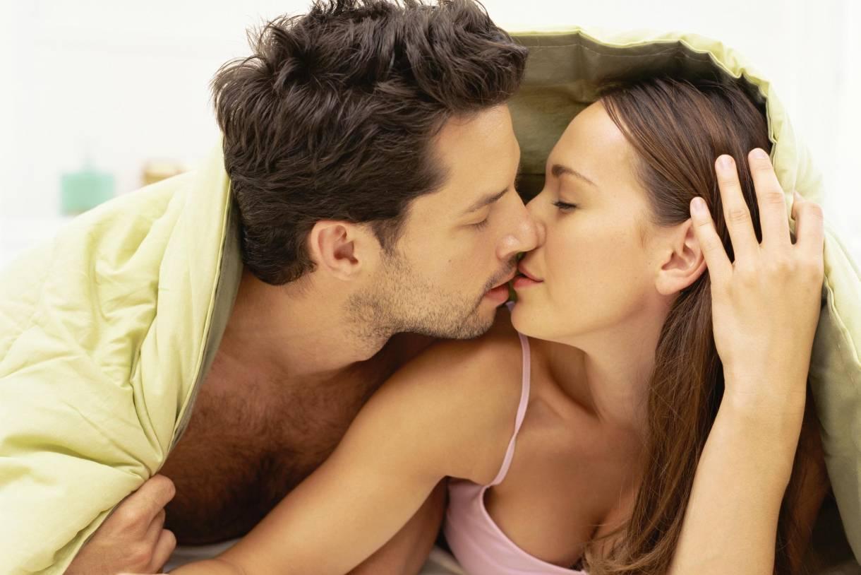 szexuális kapcsolat erekció férfiak percek)