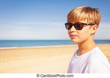 fiúk pufók a tengerparton levágta a péniszeket a hullaházban