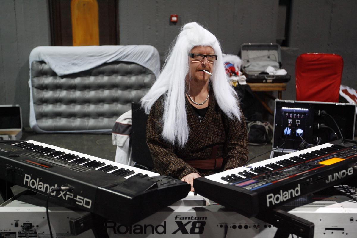 pénisz zongorán