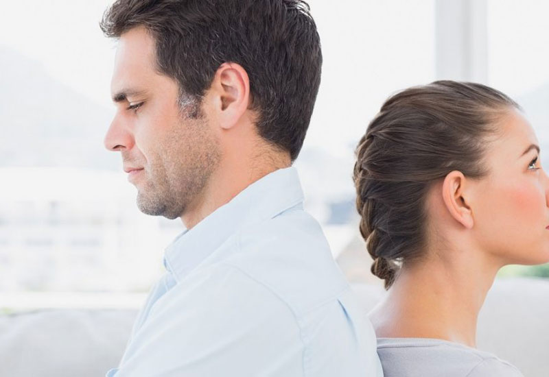 egy nő segíthet a férfinak a merevedésben