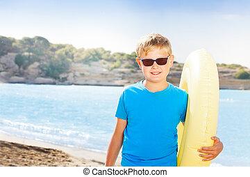 fiúk pufók a tengerparton masszázs és pénisznagyobbítás
