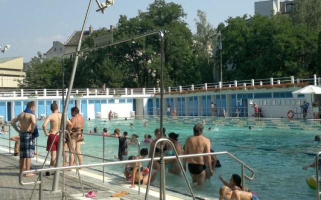 Az 50 méteres medence sátorfedése