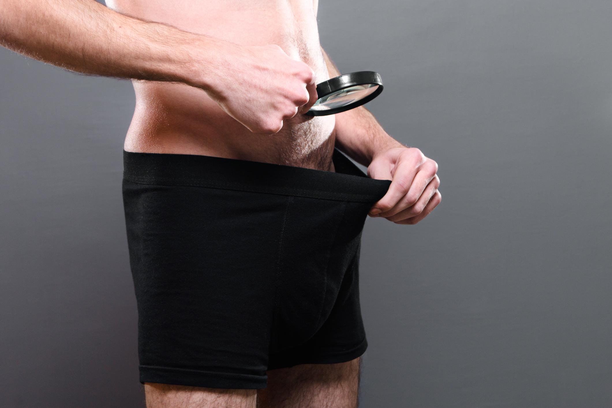a pénisz nagyon kicsi)