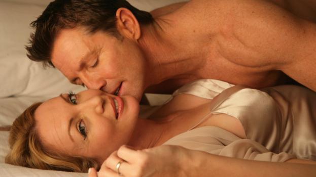 Anyacsavart tekert alvó férje péniszére egy féltékeny ukrán nő | hu
