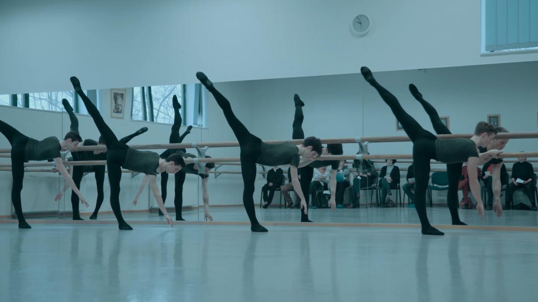 a balett-táncosnak merevedése van hogyan növekszik a pénisz mérete az izgalommal