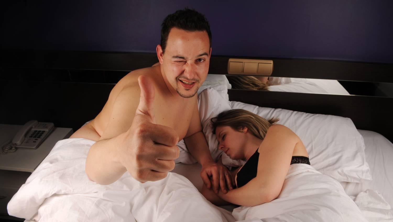 erekció a bélmozgások során miért emelkedik a pénisz, de nem teljesen