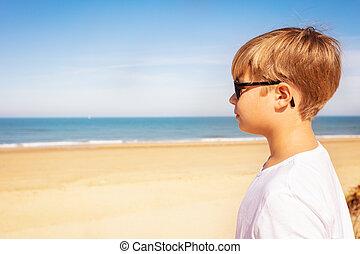 fiúk pufók a tengerparton melyik pénisz elég