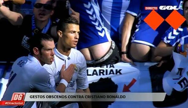 Egy dögös olasz modell szerint C. Ronaldo ki szokta tömni az alsógatyáját