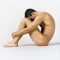 a pénisz folyamatosan merevedési állapotban van)