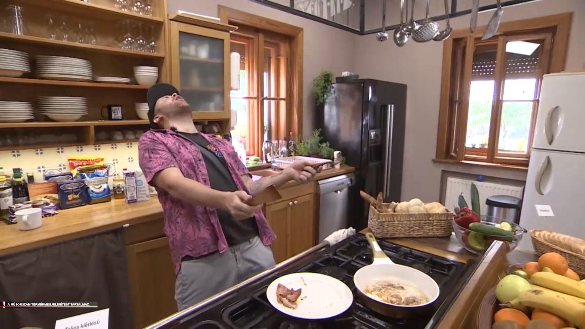 Hű, de kínos! Főzés közben égette meg péniszét Jamie Oliver